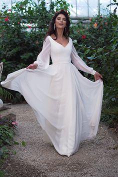 Civil Wedding Dresses, Simple Wedding Gowns, Minimalist Wedding Dresses, Long Sleeve Wedding, Boho Wedding Dress, Bridal Dresses, Megan Markle Wedding Dress, Gold Party Dress, Green Formal Dresses