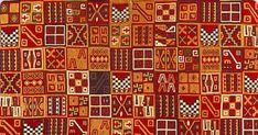 Los textiles incas se caracterizan por sus diseños geométricos o tocapus y por la fineza de su técnica. Los incas destacaron por sus tapices y sus mantos de plumas, también de diseños geométricos. Tuvieron un extraordinario sentido de la simetría, reflejado en la repetición de figuras estilizadas dispuestas de una manera sumamente ordenada