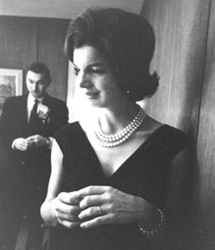 http://en.wikipedia.org/wiki/Jacqueline_Kennedy_Onassis    http://en.wikipedia.org/wiki/Kenneth_O'Donnell    jackie with Kenneth P. O'donnell in the background