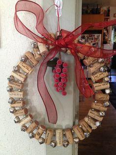 2013 Handmade Wine Cork Christmas Wreath #2013 #christmas #wine #cork #wreath www.loveitsomuch.com