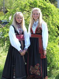 Europe: Girls from Norway in traditional Norwegian dress Norwegian Clothing, Beautiful Norway, Costumes Around The World, Ethnic Dress, Folk Costume, Ethnic Fashion, Traditional Dresses, Folklore, Beautiful People