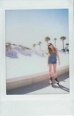 rollerblades - the styling (latzhose, [over]kneesocks) ♥