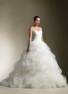 Vestido fofo de noiva.