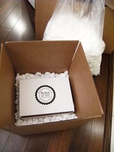 University of Cookie: How to Package Cookies for Shipping : a video tutorial Cookie Tutorials, Cake Decorating Tutorials, Cookie Decorating, Decorating Cakes, Cupcake Packaging, Dessert Packaging, Packaging Ideas, Food Packaging, Cupcake Cookies