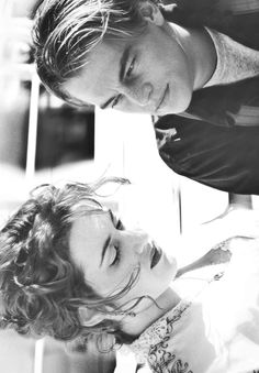 Leonardo DiCaprio and Kate Winslet in Titanic Leo And Kate, Jack Dawson, Young Leonardo Dicaprio, Titanic Movie, The Way He Looks, Movie Couples, Kate Winslet, Film Serie, Celebs