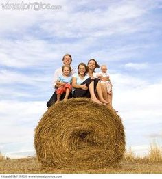family of five sitting on hay bale~ must do this next visit to the farm!