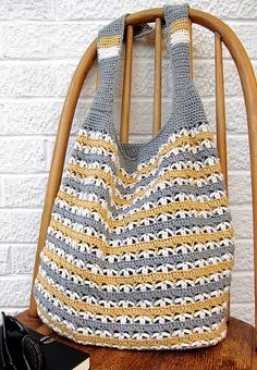 market bag crochetpattern - gehaakte tas haakpatroon (Bees and Appletrees) Free Crochet Bag, Crochet Market Bag, Crochet Gratis, Crochet Tote, Crochet Handbags, Crochet Purses, Crochet Hooks, Knit Crochet, Dishcloth Crochet