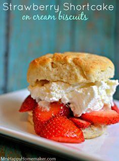 Strawberry Shortcake with Cream Biscuits - Mrs Happy Homemaker Summer Desserts, No Bake Desserts, Delicious Desserts, Yummy Food, Summer Recipes, Candy Recipes, Wine Recipes, Dessert Recipes, Biscuits For Strawberry Shortcake