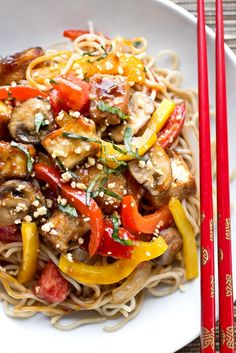 Thai-Style Crispy Tofu Sauteed w/ Red & Yellow Bell Peppers, Onions, Mushrooms & Tomatoes w/ Fresh Basil & Crushed Peanuts Over Brown Rice Noodles. Rice Noodle Recipes, Tofu Recipes, Asian Recipes, Vegetarian Recipes, Cooking Recipes, Healthy Recipes, Ethnic Recipes, Asian Foods, Recipes Dinner