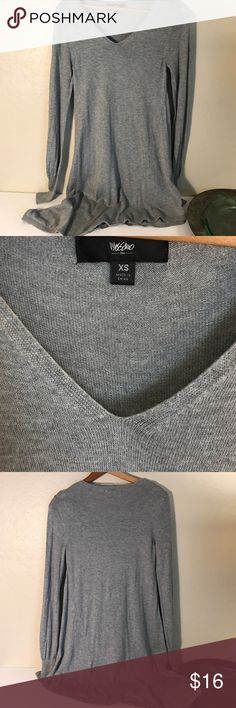 """Gray Mossimo Sweater Love thin nice thin Mossimo sweater. The left side is long, but the right bottom hem is even longer. It is a super soft nylon, rayon & model blend. Machine wash and lay flat to dry. Gently used in great condition.    Armpit to armpit = 14 1/2""""       Back collar to center hem = 30 1/2"""" Mossimo Sweaters"""