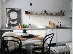 @ Honky's place: Perintökalleus keittiön seinällä
