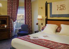 Lit double dans la chambre Luxe à l'Hotel MGallery Beauvau Vieux Port de Marseille | France  #France #Marseille #Hotel #Chambre #Bedroom