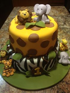 safari cake -instead of lion baby elephant is paired with cutee chubby Girrafe.