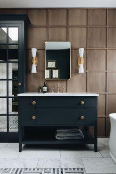 Modern traditional with a farmhouse twist #Bathroomlayout