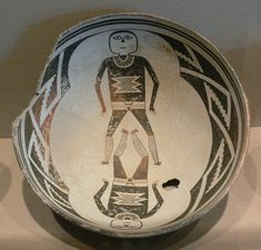 The abrupt disappearance of the Mimbres people's signature pottery, which featured elaborate naturalistic designs, is thought to be one indicator of how their culture shifted in response to environmental pressures. Native American Pottery, Native American Art, Pueblo Pottery, Hand Built Pottery, Ancient History, Art History, Deathly Hallows Tattoo, Prehistoric, Vulnerability