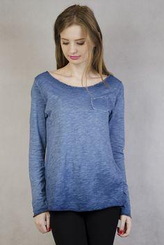 Niebieska bluzka z kieszonką