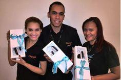 ¡Hola amigos! Estos son algunos de los representantes de Orange en República Dominicana, felices con los regalitos de ALCATEL ONETOUCH!.