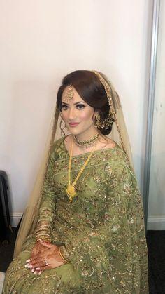 Asian Bridal Hair, Asian Bridal Makeup, Pakistani Bridal Makeup, Asian Bridal Dresses, Bridal Makeup Looks, Indian Bridal Outfits, Pakistani Bridal Dresses, Fancy Dress Design, Bridal Dress Design