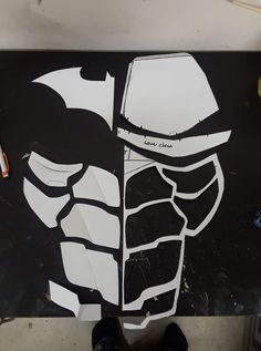About 18 inches from top to bottom Batman Costumes, Batman Cosplay, Cosplay Armor, Cosplay Diy, Cosplay Costumes, Free Coupon Template, Red Hood Helmet, Red Hood Cosplay, Armadura Cosplay