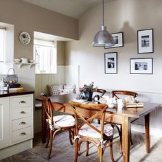 Country kitchen pictures and photos for your next decorating project. Find inspiration from of beautiful living room images Country Kitchen Diner, Kitchen Diner Designs, Dining Table In Kitchen, New Kitchen, Kitchen Ideas, Cosy Kitchen, Shaker Kitchen, Dining Tables, Vintage Kitchen