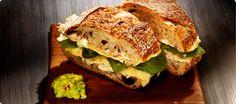 Smoked Turkey Sandwich with guac Sandwiches For Lunch, Turkey Sandwiches, Wrap Sandwiches, Great Recipes, Favorite Recipes, Baked Turkey, Stuffed Banana Peppers, Guacamole Recipe
