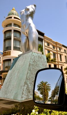 "Naked Torso by Robert Graham stands proudly in the median strip of Rodeo Drive in Beverly Hills, the ""Mile of Style"" in the ""Golden Triangle.""  Our Elite Adventure Tours guests learn all these terms as we show them around this busy week of shopping and styling before next Sunday's Academy Awards."