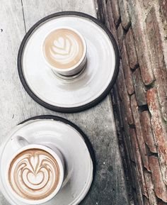 Gorgeous latte art via our Cafe in Larchmont Village. | Groundwork Coffee  Photo: lovetram | #latteart #latte #coffee