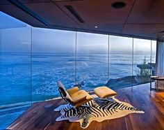 Mansion dream house: Glass House of Dr. Stefan Lemperle in San Diego, California Blue Master Bedroom, Master Bedroom Interior, Home Interior, Interior Design, San Diego Houses, Mansions Homes, Luxury Mansions, Modern Masters, Waterfront Homes