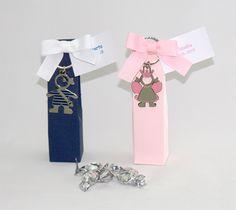 Cosas43, detalles y regalos para los invitados, boda, comunión y bautizo, regalos infantiles Llavero pirata o Hada en cajita con 5 caramelos y tarjeta [06-31648-49D] - Regalos para los niños. Llavero metal pirata o hada.Se presenta en caja alta con 5 caramelos plateados, lazo otomán a juego y tarjeta blanca personalizada, nombre y fecha del evento.Medida caja: 3,5 x 14 x 3,5 cm