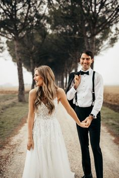 """Feelin' all lovey dovey because of these """"just married"""" cuties 