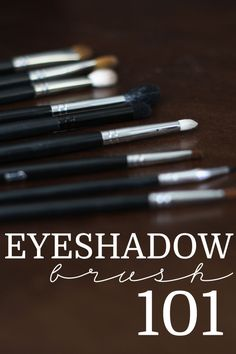 Two Minute Tutorial: Eyeshadow Brush 101. Great 2-minute video tutorial on essential eyeshadow brushes and what each one is used for. Super helpful! Must pin.