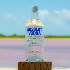 Al ver esta foto qué tienes que decirnos? Te encanta nuestra nueva botella? La receta de tu trago favorito? Cuéntanos #AbsolutPuertoRico #Vodka #Recipe #Drinks #Cocktails #PR #Absolut