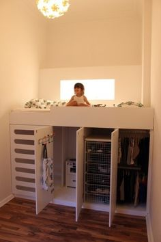 Never Mind a Kids room.~B Kids room Storage Solution Idea - What a great idea. Would work in a small bedroom too. Lots of storage & a fun place to sleep.Do a full size bed for room for friends. Closets Pequenos, Kura Ikea, Ikea Loft Bed Hack, Kura Bed Hack, Ikea Stuva, Ikea Bed, Kid Beds, Bunk Beds, Loft Beds Kids