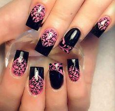 Czarno-różowe paznokcie