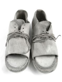 Is it just me, or do these shoes look exactly like hobo's shoes with the toes blown out and laces wrapped around the soles to hold them together? Me Too Shoes, Shoe Boots, Shoes Sandals, Simple Shoes, Shoe Art, Looks Style, Leather Shoes, Bag Accessories, Sneaker