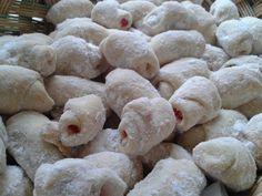 Cornulete fragede cu bere, gata in 15 minute! Biscotti, Deserts, Food And Drink, Cooking Recipes, Sweets, Bread, Homemade, Cookies, Cupcake