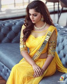 Mirror work, chrome detailing on a sweetheart neckline blouse style. Is there anything you don't love about this latest wedding blouse style for Bridal Blouse Designs, Saree Blouse Designs, Indian Beauty Saree, Indian Sarees, Tamil Saree, Saree Styles, Blouse Styles, Indian Dresses, Indian Outfits