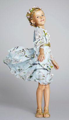 Dilly Foxtrot Investigates: Spring Summer 2014 Wedding Trends for Little Girls Little Girl Fashion, Little Girl Dresses, Toddler Fashion, Kids Fashion, Flower Girl Dresses, Dolce And Gabbana Kids, Little Fashionista, Fashion Moda, Stylish Kids