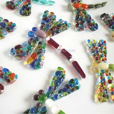 Fused glass dragonfly of fused glass Fused Glass Ornaments, Fused Glass Jewelry, Fused Glass Art, Stained Glass, Dragonfly Jewelry, Glass Ceramic, Mosaic Glass, Glass Fusion Ideas, Glass Fusing Projects