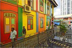 Little India (Pequena índia), um bairro asiático em Cingapura, que usa e abusa de cores em suas fachadas.