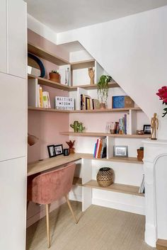 stairs nook top of ; stairs nook under the ; reading nook under stairs ; under stairs nook Office Under Stairs, Under Stairs Nook, Open Stairs, Office Nook, Home Office Space, Small Office, Cool Furniture, Furniture Design, Design Desk