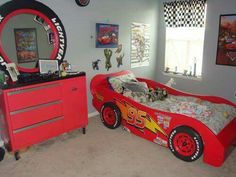 Disney Cars Bedroom Decor Awesome Lightning Mcqueen Race Car Bed and A toolbox D Çocuk Odası Boy Car Room, Boys Car Bedroom, Car Themed Bedrooms, Boy Toddler Bedroom, Car Bedroom Ideas For Boys, Lightening Mcqueen Bedroom, Lightning Mcqueen Bed, Disney Cars Bedroom, Bedroom Decor