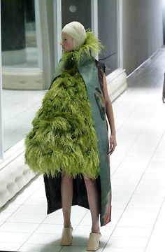 Alexander McQueen Spring/Summer 2001                                               Pregnant with sod rolls or wearing a Christmas tree?