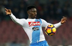 Napoli's Guinean midfielder Amadou Diawara controls the ball during the Italian Serie A football match SSC Napoli vs Genoa CFC on February 10, 2017, at the San Paolo Stadium in Naples. / AFP / CARLO HERMANN