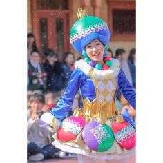 @np_____qx27 - Instagram:「.  ̄ ̄ ̄ ̄ ̄ ̄ ̄ ̄ おねえさんもおめでとううう 💙💗 めちゃめちゃ似合ってる 😭🎄💘 . #ディズニー #ディズニーランド #東京ディズニーランド #東京ディズニーリゾート #ディズニークリスマスストーリーズ #クリスマスストーリーズ #ディズニーダンサー #ディズニー写真部…」 Eiko Ishioka, Carnival Girl, Monsters, Harajuku, Captain Hat, Dancer, Asian, Costumes, Hats