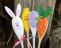 This set of 3 wooden whimsical spoons have 3 cheerful snowmen in a snowy setting. I have hand painted them front and back and have a clear semi-gloss protective coat of spray paint.  - Great gift idea or party favor - perfect kitchen or bathroom decoration - can be attached to a gift or a edible treat - can be added to a holiday flower arrangement - use a spoon to decorate a jar of homemade goodies - fun Christmas host/hostess gift - decoration only, please dont use as a real serving spoon…