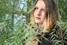 leaves.                                    model: Letícia Manosso