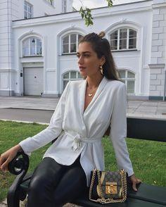 """3,312 Gostos, 41 Comentários - Ilirida Krasniqi (@iliridakrasniqi) no Instagram: """"spons // Jeg har postet en vlog på bloggen, hvor @sandrawiller og jeg snakker om rejser, penge og…"""""""