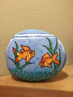 20 Types of Goldfish for Aquarium (Oranda, Shubunkin, Bubble Eye, Etc) Pebble Painting, Ceramic Painting, Pebble Art, Stone Painting, Painted Ceramics, Pottery Painting, Painting Art, Paintings, Rock Painting Patterns