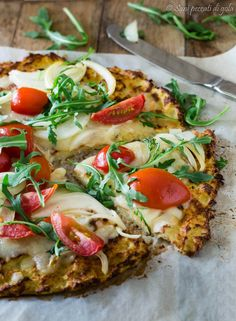 Cauliflower pizza with cherry tomatoes and rocket gluten free Yeast free Pizza Recipes, Veggie Recipes, Healthy Recipes, Authentic Italian Pizza, Zucchini, Light Recipes, Vegetable Pizza, Italian Recipes, Good Food